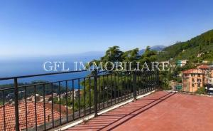 VC51 - CAMOGLI - 103mq - € 310.000 - Ruta di Camogli, in palazzina moderna dotata di ascensore, proponiamo in vendita appartamento di mq. 103 composto da ingresso con armadio a muro, soggiorno, cucina abitabile, tre camere da letto, bagno, balcone di mq. 6 e terrazzo di mq. 22.